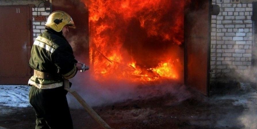 В Ревде сгорел гараж вместе с автомобилем
