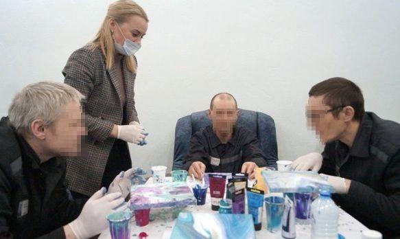 Для заключенных мурманской колонии провели арт-терапию