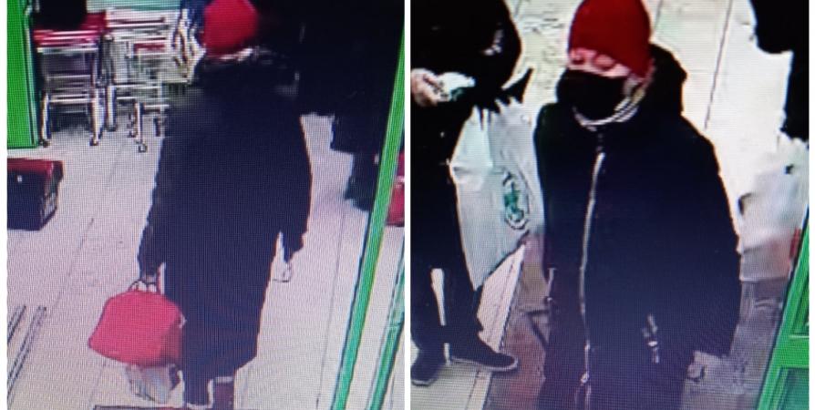 В Мурманске разыскивают подозреваемую в краже женщину с красной сумкой