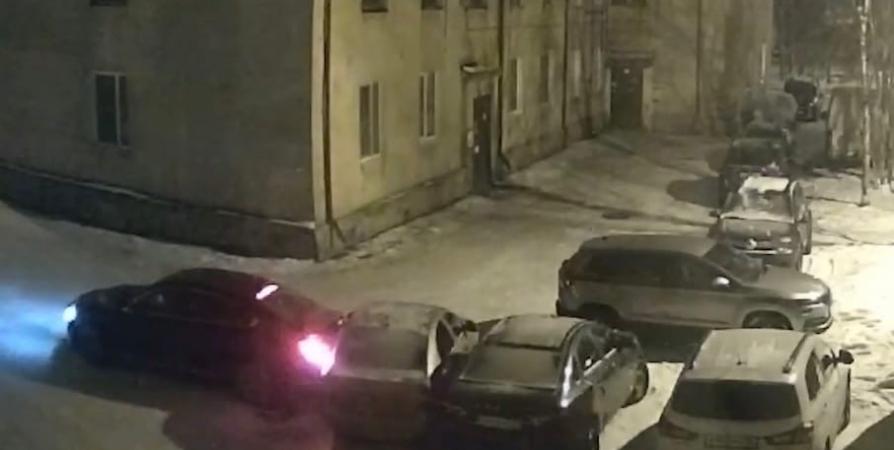 Работник автомойки в Оленегорске устроил ДТП на угнанной иномарке клиента