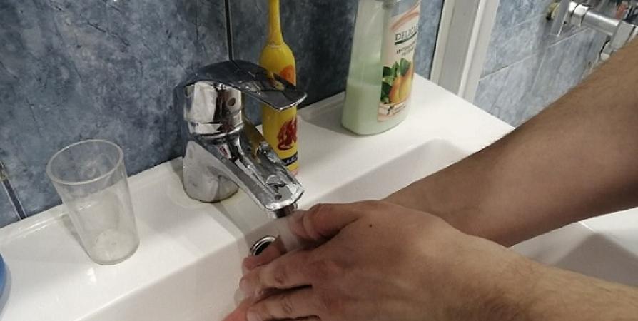 57% опрошенных россиян защищаются от CoViD-19 на работе мытьем рук