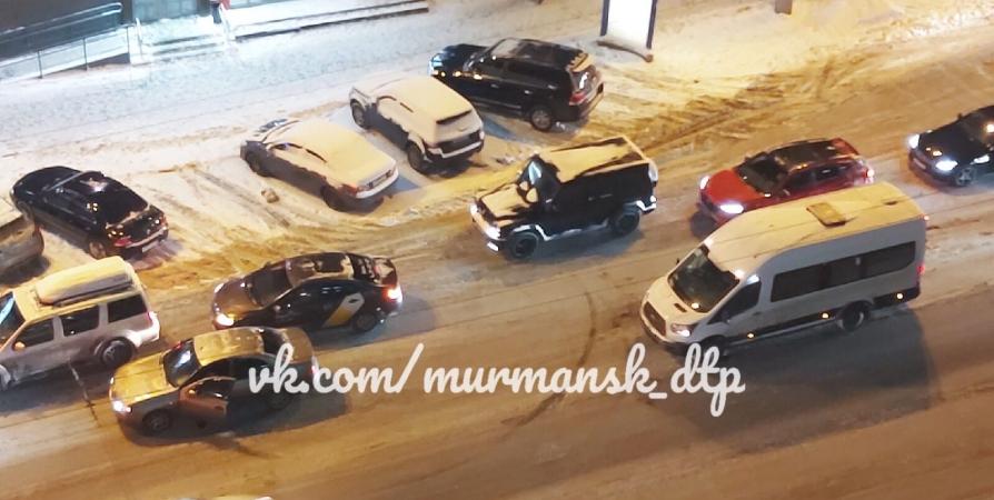 В Мурманске разыскивают виновника столкновения Nissan и фургона