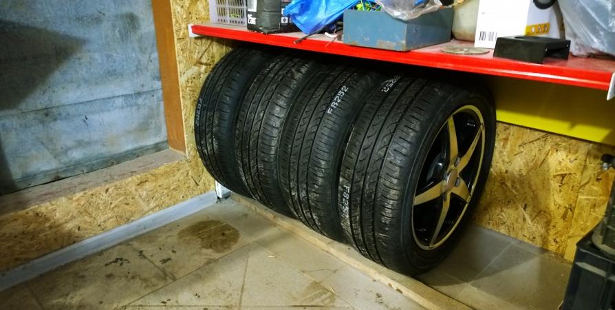 Мурманчанин взломал гараж и вынес шины на 50 тысяч