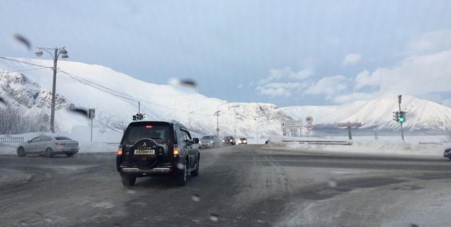 В Кировске ограничат движение авто и поездов из-за спуска лавин