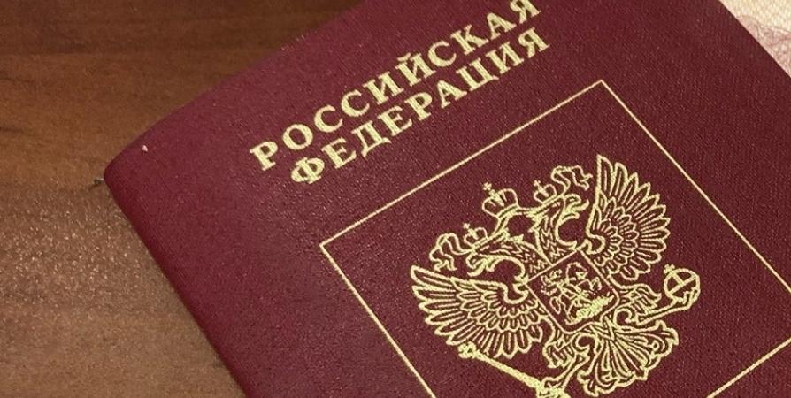 Мужчину из федерального розыска задержали в Мурманске при получении паспорта