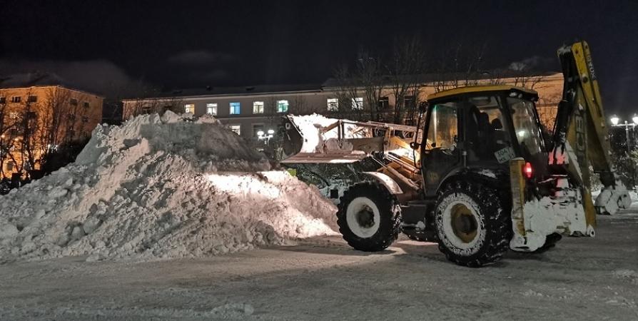 Более 26 тысяч кубометров снега вывезли с улиц Мурманска за сутки