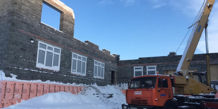 При строительстве детсада в Североморске установили стены до второго этажа