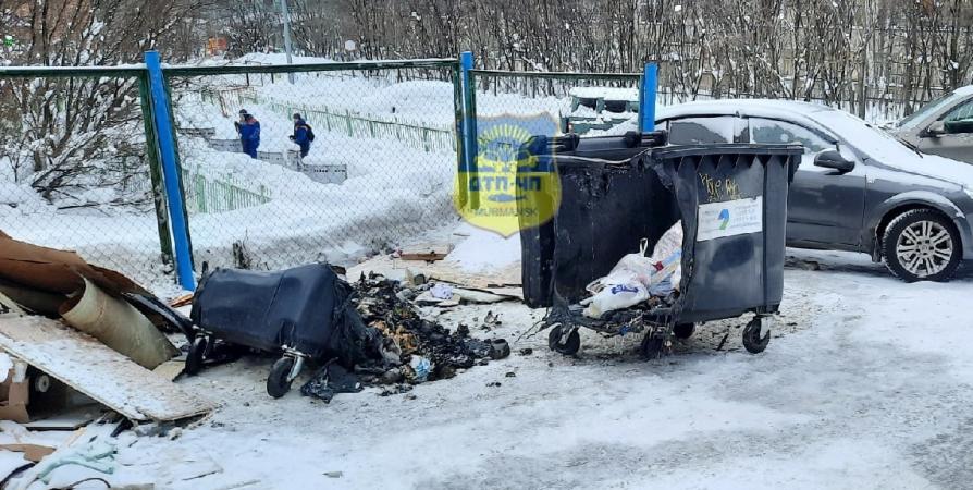 В Мурманске на Щербакова подожгли мусорные баки