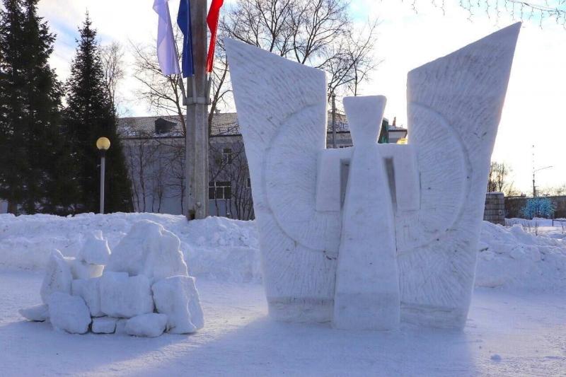 Пять «космических» фигур из снега украсили центр Кандалакши