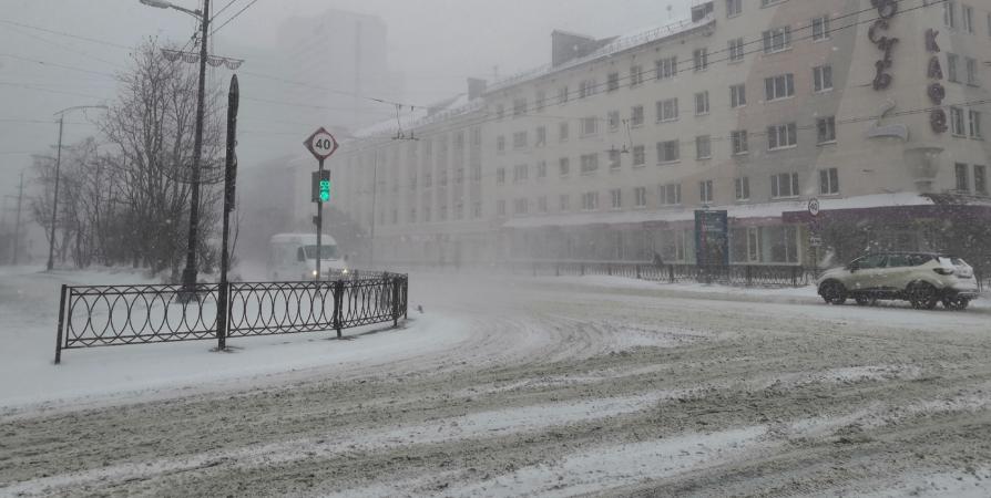 Чаще на нерасчищенные дороги жалуются из Мурманска, Александровска и Североморска