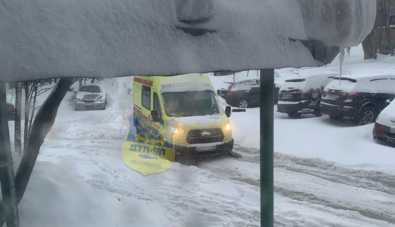 Более 60 застрявших в снегу водителей Мурманска просили о помощи в соцсетях