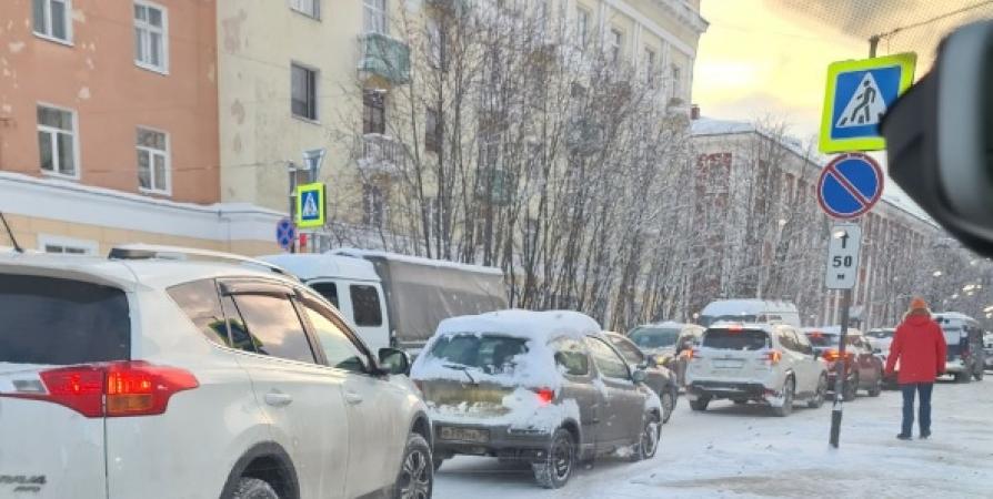 Мурманск с утра встал в огромную пробку