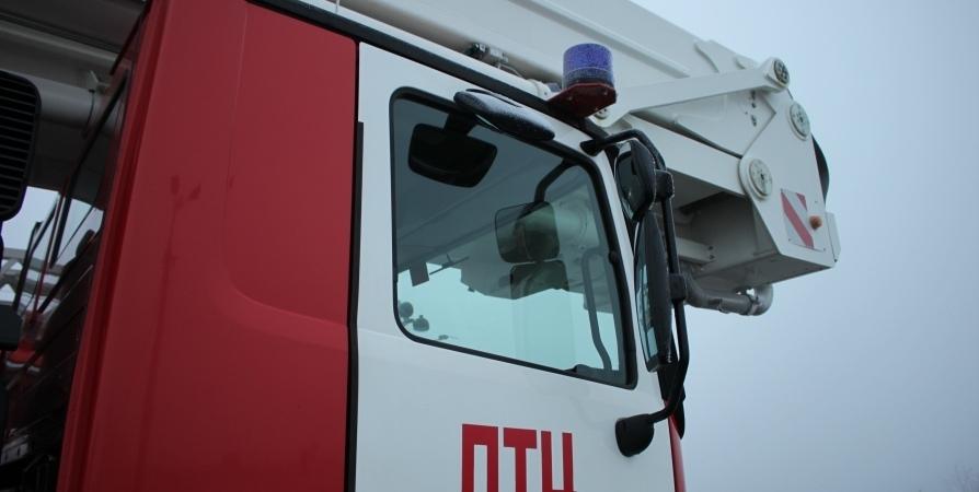 Восемь пожарных тушили в Мурманске квартиру в «девятиэтажке» на Кольском