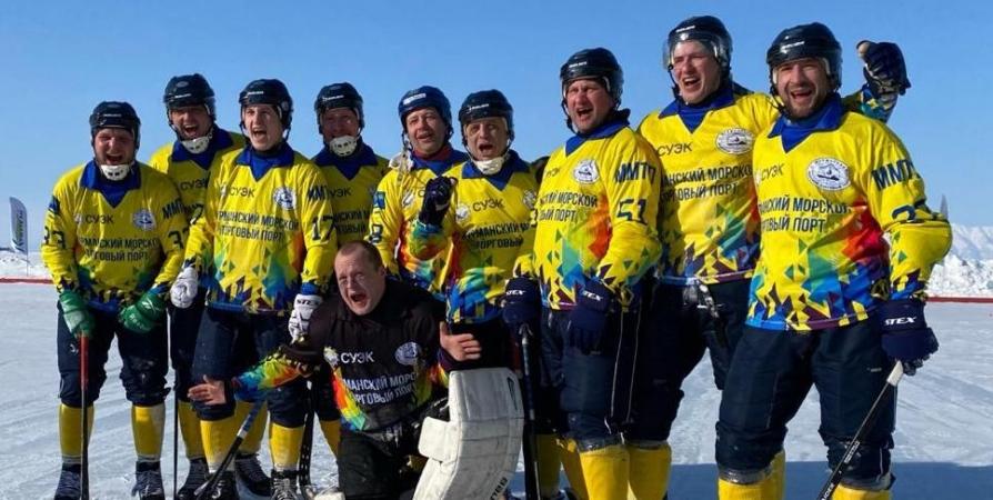 Хоккеисты торгового порта Мурманска победили в турнире на льду Байкала