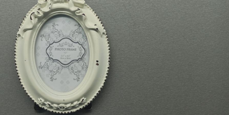 В мурманском музее открылась выставка фоторамок из частных коллекций