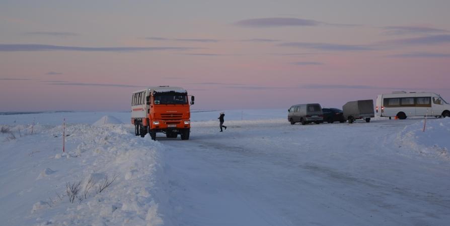 В Заполярье туристы создают препятствие для расчистки дорог из-за непогоды