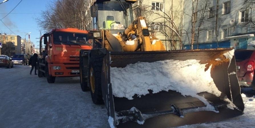 Почти 13 тысяч кубометров снега вывезли с улиц Мурманска