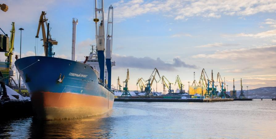 Из мурманского порта в Сабетту отправили более 15 тысяч тонн груза