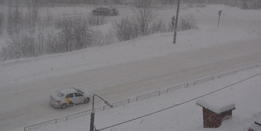 До конца дня в Заполярье прогнозируют мокрый снег и сильный ветер