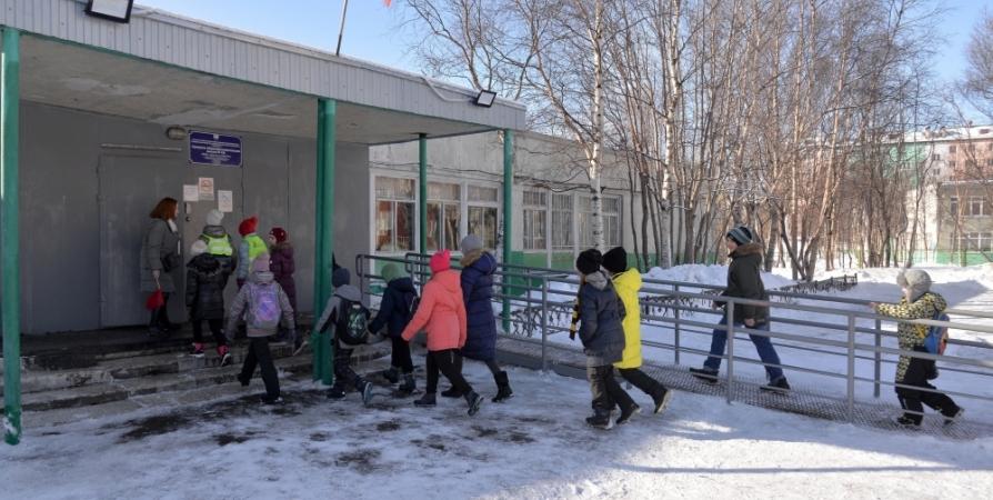 На базе 9 школ и гимназий Мурманска открыты оздоровительные лагеря
