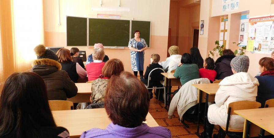 Родительские собрания в школах Заполярья разрешили с соцдистанцией и медмасками