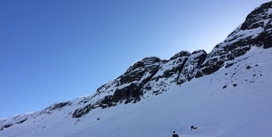 В Хибинах на необорудованном склоне погиб лыжник