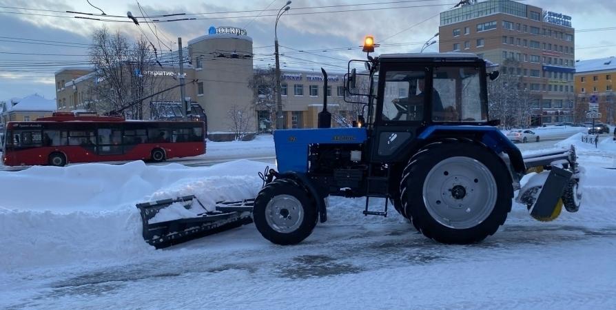 За сутки с мурманских улиц вывезли более 5000 «кубов» снега