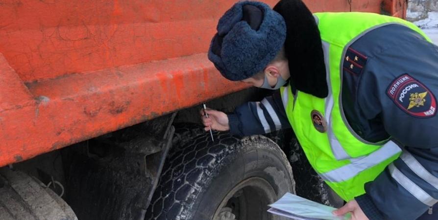 Жителей Североморска поймали на краже двух тонн железа