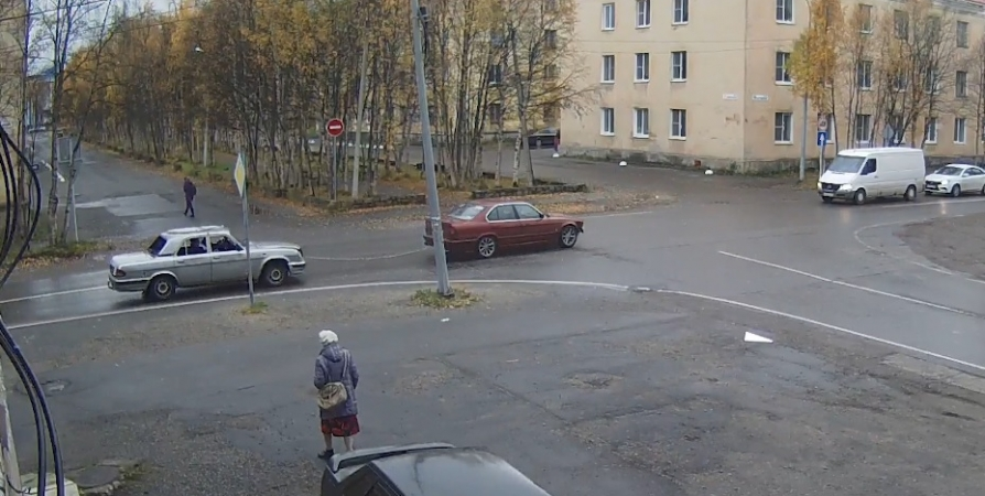 На год осудили жителя Оленегорска за угон на тросе чужого авто