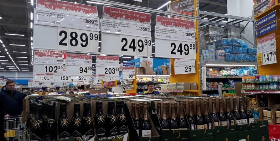 Мурманчанина поймали в гипермаркете с украденной бутылкой спиртного