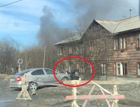 В Мурманске на Калинина загорелась «деревяшка»