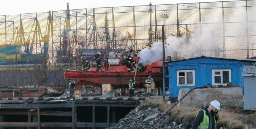 Подрядчик даст объяснения о причинах возгорания буксира в Мурманске