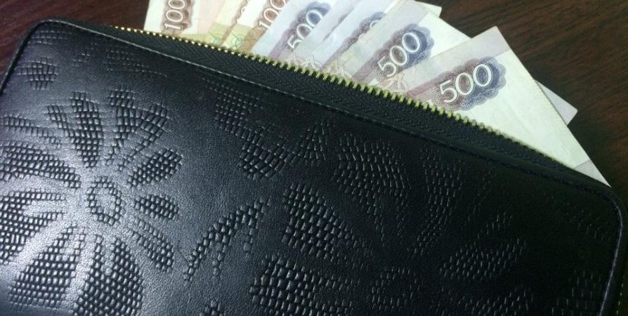 Два матроса заплатят штрафы за кражу около мурманского бара