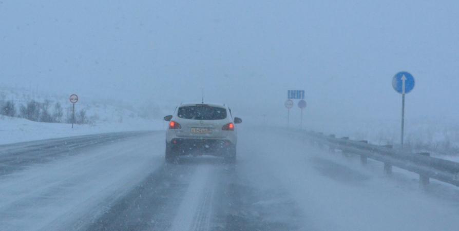 Водителей Заполярья призвали к осторожности на дорогах из-за снега