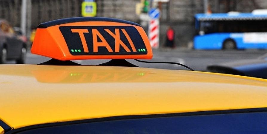 Телефонный мошенник обманул 29-летнего таксиста из Мурманска