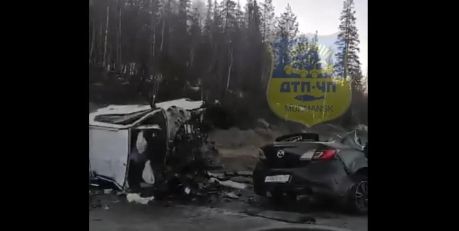 В соцсети попало видео очевидцев смертельной аварии в Кольском районе