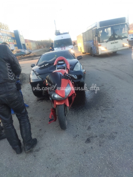 В Мурманске госпитализировали мотоциклиста после ДТП с Toyota