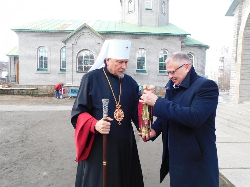 Благодатный огонь доставили из Иерусалима в Мурманск