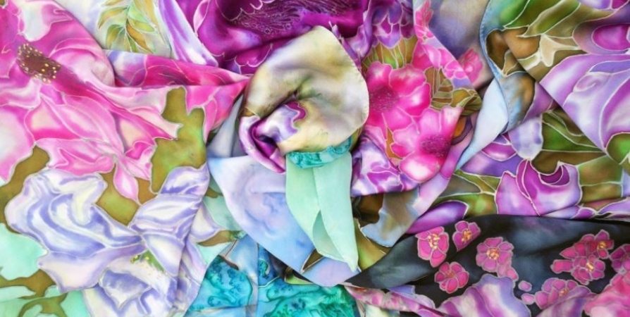 До 30 мая открыта в Мурманске выставка «Горячо любимый батик»