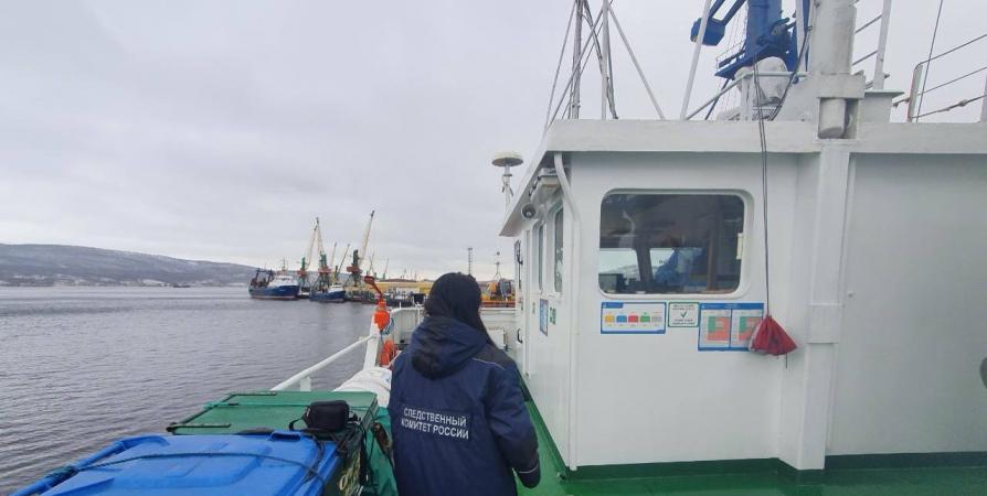 Возле острова Малый Олений после столкновения судов погиб рыбак