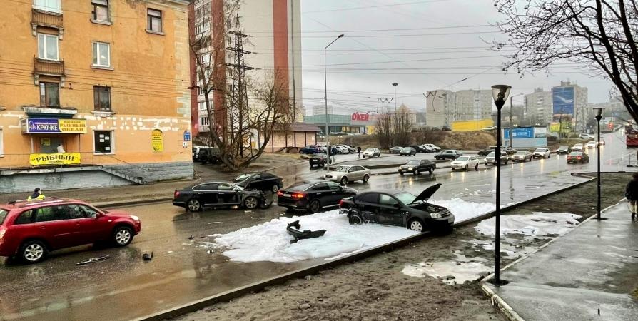 В ДТП на Шмидта в Мурманске пострадал водитель Chevrolet
