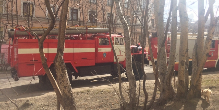 Из-за пожара утром эвакуировали 10 мурманчан на Кирова