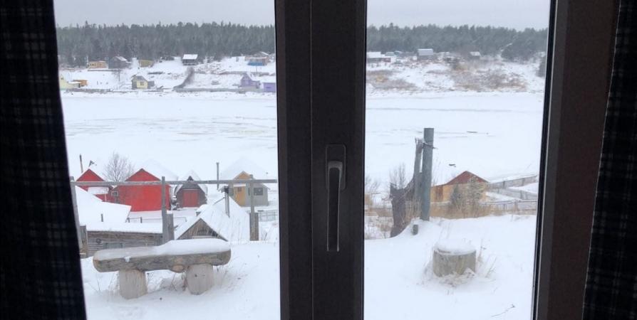В Терском районе двое подростков залезли через окно в чужой дом