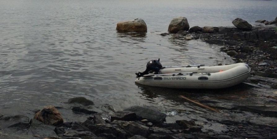 Из-за сильного ветра не рекомендуют заполярным рыбакам выходить в море