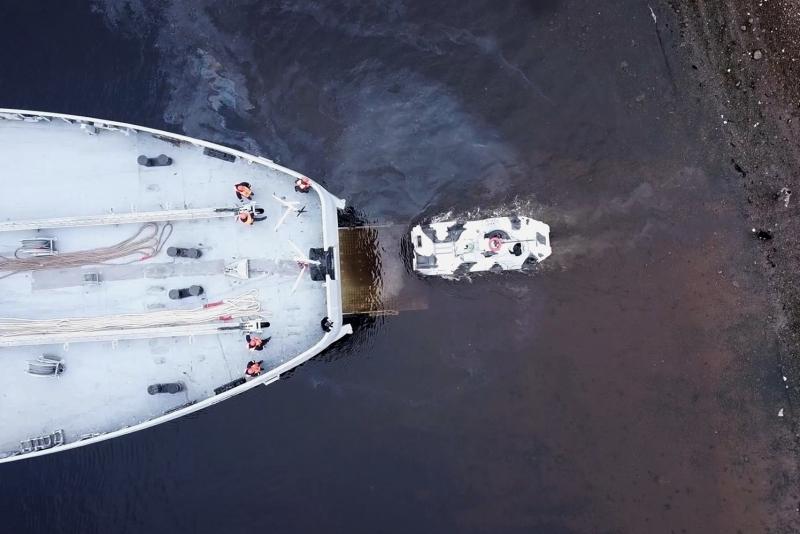 В Кольском заливе «Иван Грен» отработал погрузку техники морпехоты