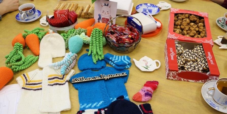 В Мурманске собирают вязаные вещи для родившихся раньше срока детей