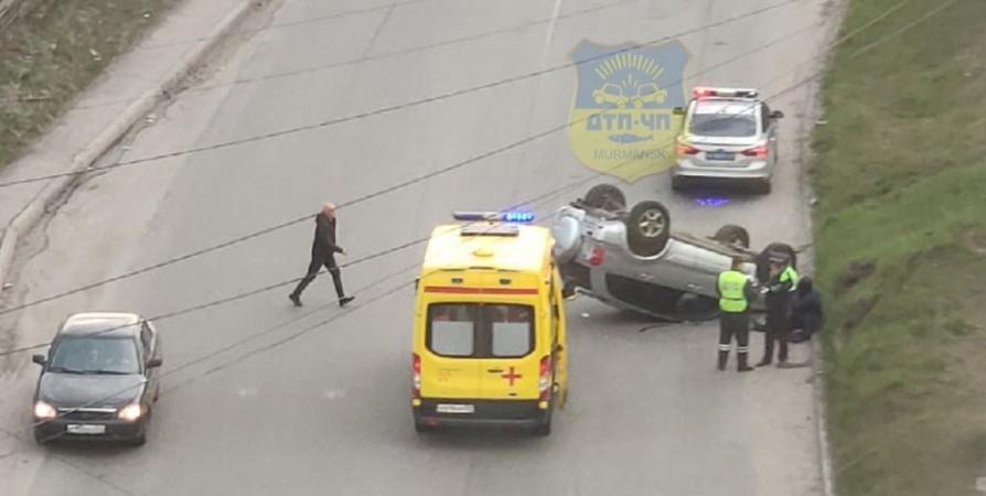 Водитель перевернувшейся Toyota в Мурманске не пострадал