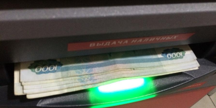 Житель Кировска украл 16 тысяч с найденной карты через электронный кошелек