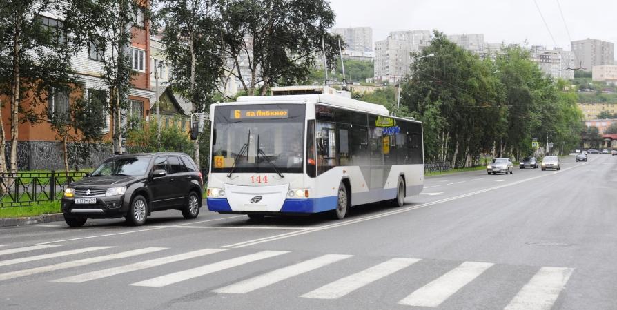 Мурманчанин не оплачивал проезд в троллейбусе и провоцировал драку