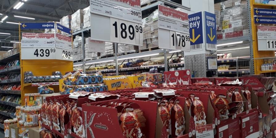Ночью в мурманском гипермаркете поймали вора с 11 коробками конфет